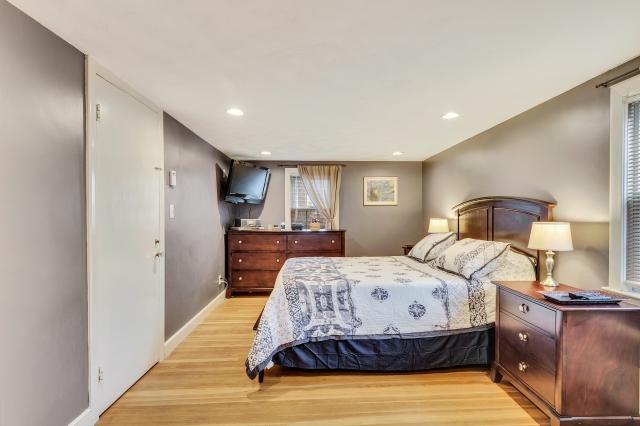21-master-bedroom (2).jpg