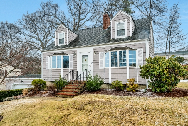 17 Hilltop Parkway, Woburn MA