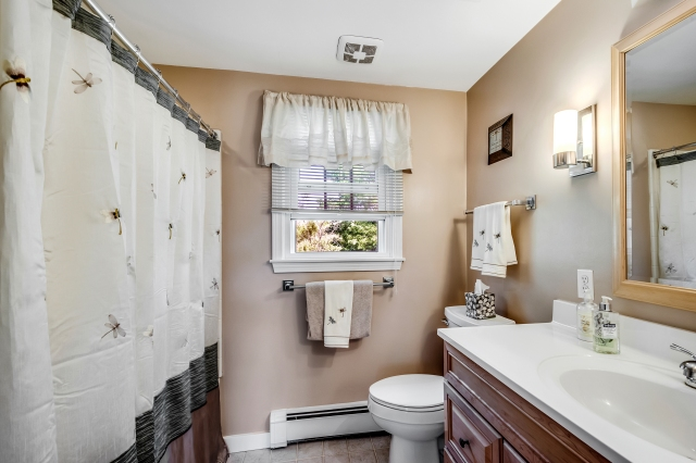 25-bathroom3.jpg